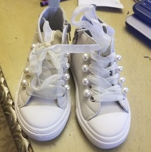 NWOB toddler girl pear sneakers size 8.5
